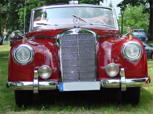 Mercedes Oldtimer Cabrio Limousine rot